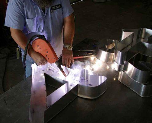 Produzione lettere in acciaio