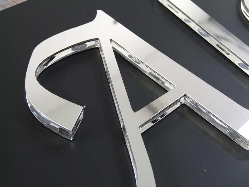 Lettere sagomate alluminio specchio insegne italia - Alluminio lucidato a specchio ...